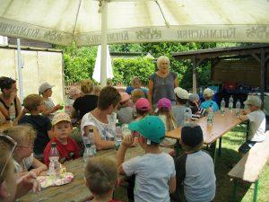Retta Müller-Schimmel, Sprecherin der Ökofest-Initiative e.V., freut sich auf die Unterstützung wissbegieriger Kinder beim Umwelt-Forscher-Mobil