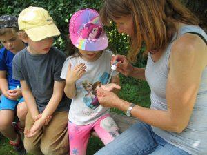 Herzogenauracher Vorschulkinder erforschen Wasser